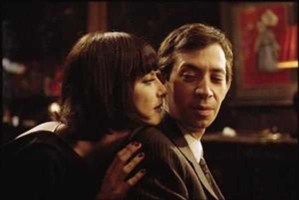 Juliette Gréco bola medzi prvými ženami, ktoré umelec Serge Gainsbourg očaril. Vo filme Joanna Sfara ho výborne zahral Eric Elmosnino.