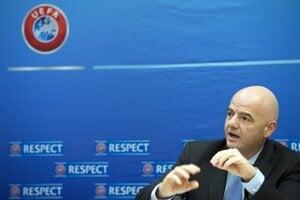 Šéf FIFA Gianni Infantino pricestuje do Bratislavy.