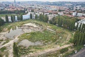 Pohľad na plochu bývalého štadióna ŠK Slovan Bratislava 19. septembra 2014 v Bratislave.