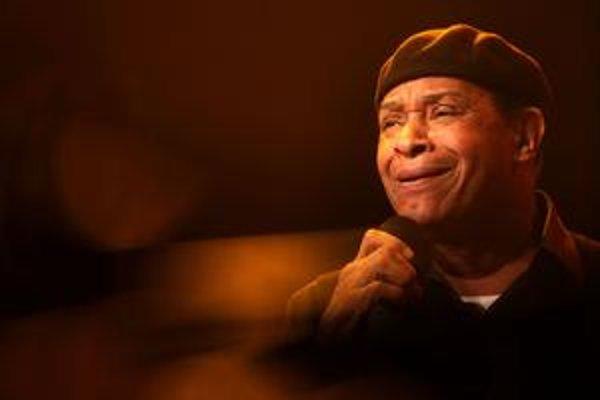 Al Jarreau na Bratislavských jazzových dňoch v roku 2008.  Jeho otec bol kňazom, matka hrávala v kostole na organ. Spieva od detstva, no vyštudoval psychológiu a hudbe sa začal naplno venovať až krátko pred tridsiatkou. Presadil sa albumom Breakin' Away (