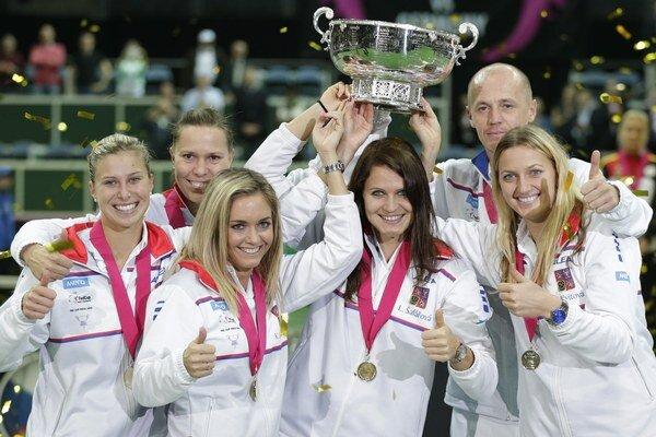 Český fedcupový tím, vpravo je Kvitová.