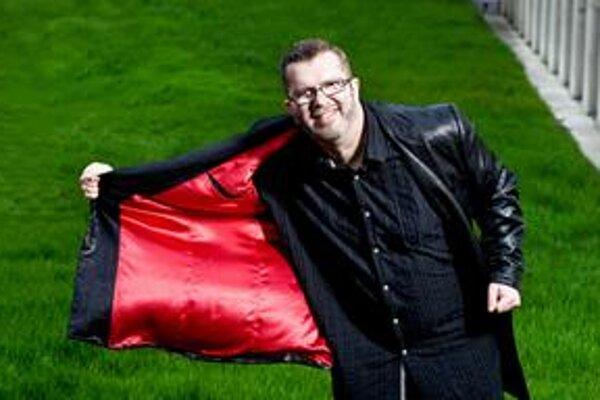 Richard Müller (1961) na seba upozornil v 80. rokoch v skupine Banket, potom nasledovala úspešná sólová kariéra, počas ktorej sa vypracoval na jedného z najpopulárnejších spevákov na Slovensku, ale i v Česku, kde spolupracoval s textárom Michalom Horáčkom