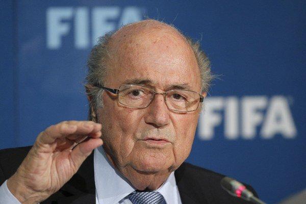 Sepp Blatter je prezidentom FIFA štvrté funkčné obdobie. A kandidovať bude znovu.