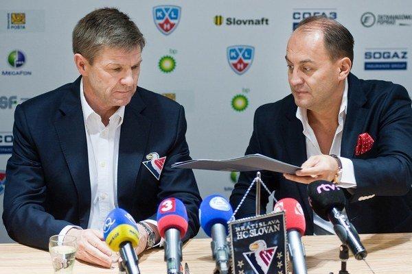 Rostislav Čada (vľavo) a generálny manažér Slovana Maroš Krajči.