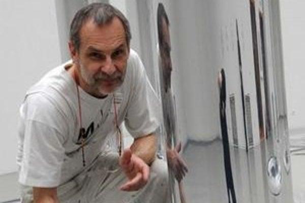 Daniel Fischer je profesorom a vedúcim Katedry maľby a iných médií na VŠVU.