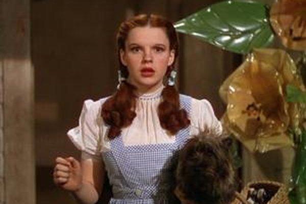 Judy Garlandová  predstiera, že má dvanásť.