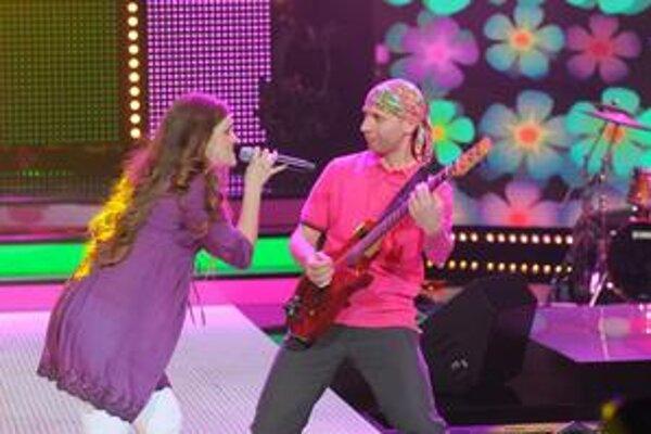 Skupina Hrdza vyhrala prvé štvrťfinálové kolo Eurosongu, no keďže jej pesnička Taká sa mi páči bola zverejnená pred 1. októbrom 2009, musela súťaž opustiť.