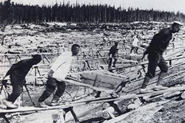 V zborníku Jen jeden osud dominuje autentická výpoveď väzňov stalinských koncentračných táborov. Snímka je z prác na stavbe bielomorského kanálu.