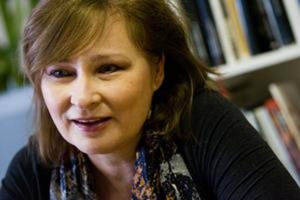 Katarína Bajcurová vyštudovala vedu o výtvarnom umení na FF UK v  Bratislave, pracovala ako vedecká pracovníčka v SAV, kurátorka a námestníčka v  Slovenskej národnej galérii a od roku 1999 ako jej generálna riaditeľka. Napísala  niekoľko monografií našich