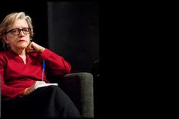Slavenka Drakuličová je chorvátska spisovateľka a novinárka. Žije v Štokholme, vo Viedni a v Záhrebe. V českom preklade jej vyšli dve knihy esejí Jak jsme přežili komunismus a Ani mouše by neublížili (o procesoch s vojnovými zločincami na Medzinárodnom sú