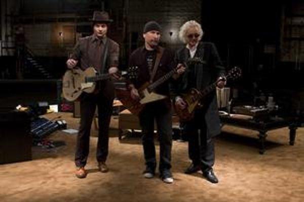 Sieň gitarovej slávy má nového člena – Jack White (vľavo) a jeho kolegovia The Edge a Jimmy Page.