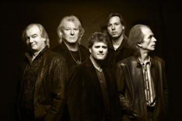 Yes v roku 2009: zľava Alan White, Chris Squire, Benoit David, Oliver Wakeman a Steve Howe.