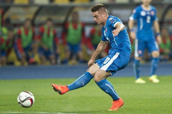 Róbert Mak (Slovensko) strieľa prvý gól našich.