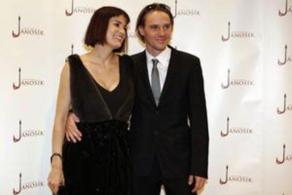 Americká herečka Sarah Zoe Cannerová a Václav Jiráček, hrdinovia Jánošíka v Prahe.