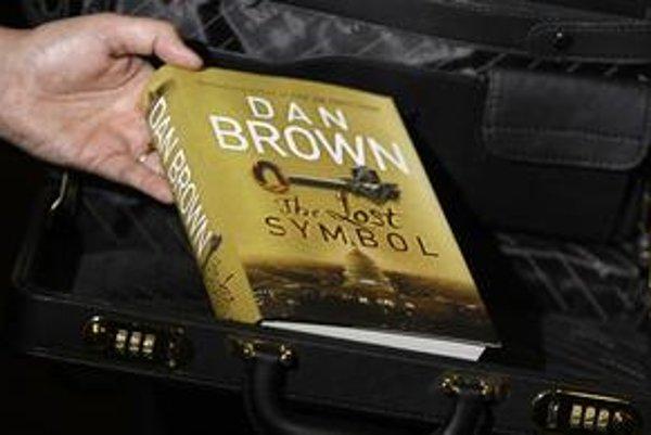 Novú knihu Dana Browna pred uvedením do obchodov prísne strážili.