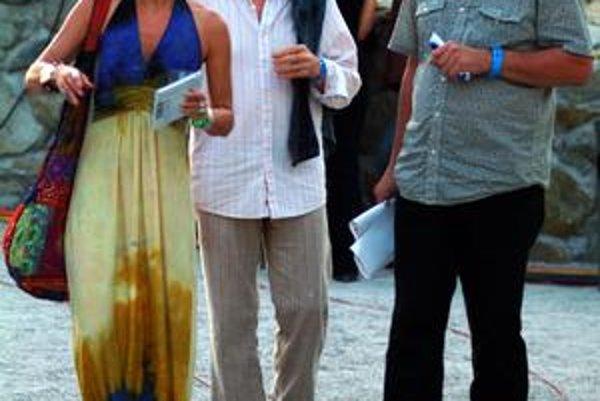 Jon Anderson (uprostred) prišiel na Slovensko aj so svojou manželkou. Zúčastnil sa na projekte, ktorý je ďalším pokračovaním jeho spolupráce so slovenským skladateľom a hudobníkom Petrom Machajdíkom (vpravo).