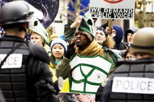 Vzbura v Seattli mieša dobové spravodajské zábery s fikciou.