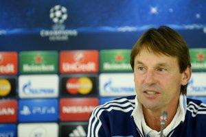 Tréner futbalového Slovana František Straka sa o svoje miesto nebojí.