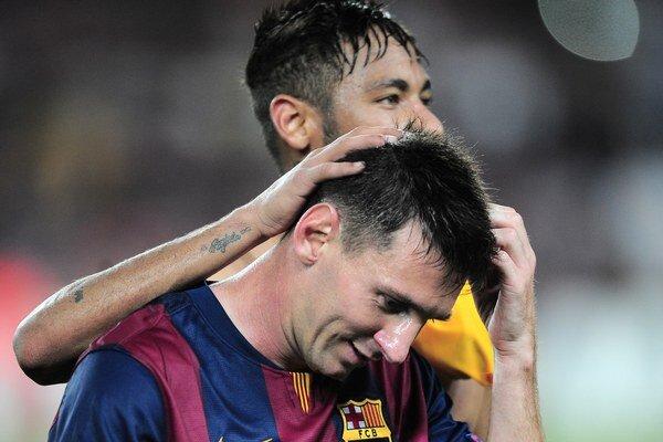 Lionel Messi a za ním Neymar. Táto dvojica strelila Granade päť gólov.