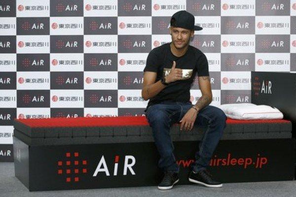 Neymar je v Japonsku.