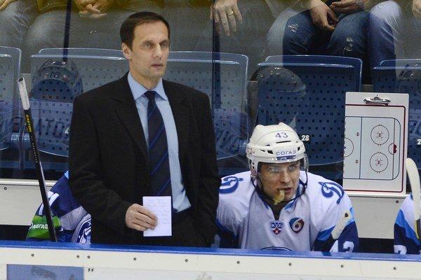 Tréner Ľubomír Pokovič a jeho Dinamo Minsk vymenia 1. novembra v zápase KHL domovskú Minsk Arenu za Čižovku.