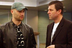 Vtedy generálny manažér slovenskej reprezentácie Peter Šťastný si bol  pred MS 2003v Helsinkách pre  svojho kľúčovébo hráča i priateľa Pavla Demitru na letisku.