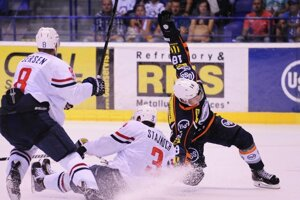 Košický útočník Milan Kolena takto prenikal v prípravnom zápase cez obranu Slovana.