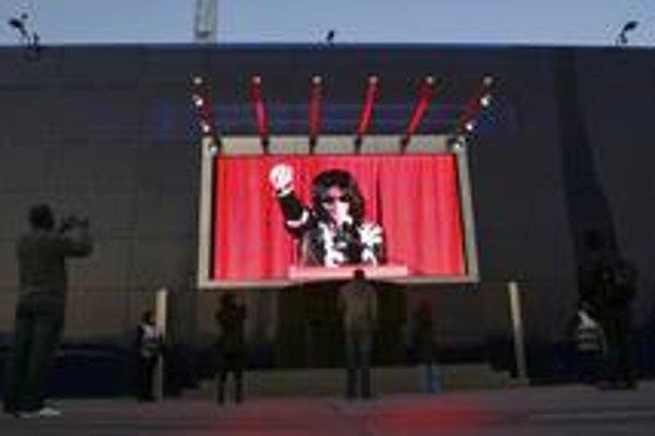 Už dávno nie je na vrchole, ľudia sú však na neho ešte stále zvedaví. Michael Jackson im zahrá v Londýne.
