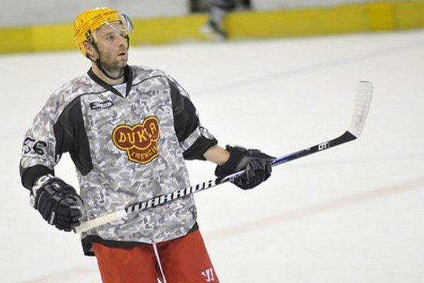 Tridsaťtriročný skúsený bek sa v rámci leta pripravoval na ľade s extraligovým mužstvom Dukly Trenčín.