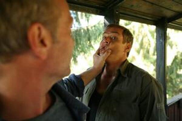 Tóno (Attila Mokos) a Štefan (Roman Luknár), keď im pretečú nervy.