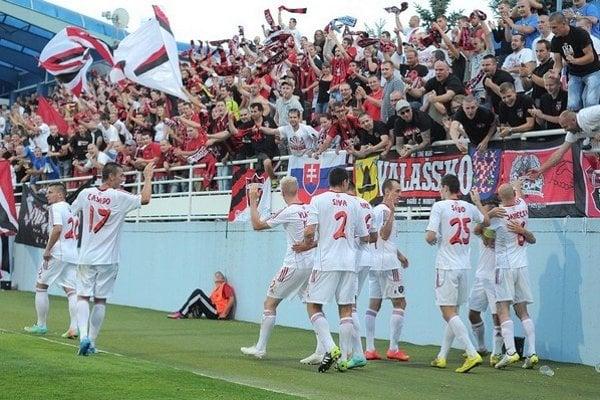 Futbalisti Spartaka Trnava postúpili, po bezgólovom prvom zápase zdolali v odvete v Zlatých Moravciach gruzínsky FC Zestafoni 3:0.