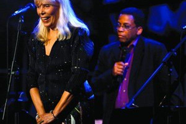 Patrí cena Grammy viac Joni Mitchellovej alebo Herbiemu Hancockovi?