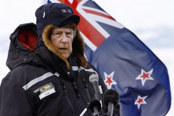 Novozélandský horolezec a polárnik Edmund Percival Hillary zomrel 11. januára 2008 vo veku 88 rokov. Na najvyššiu horu sveta vystúpil ako prví.
