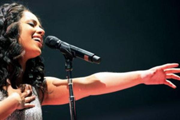 Americká speváčka Alicia Keys spieva na koncerte vo Frankfurte 4.marca 2008.