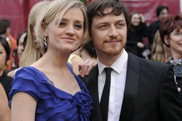 Škótsky herec James McAvoy a jeho žena Anne-Marie Duff.