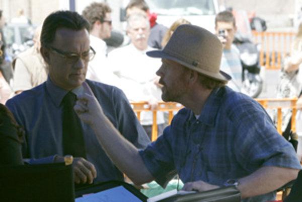 Režisér Ron Howard (vpravo) s hlavným predstaviteľom filmu, Tomom Hanksom.