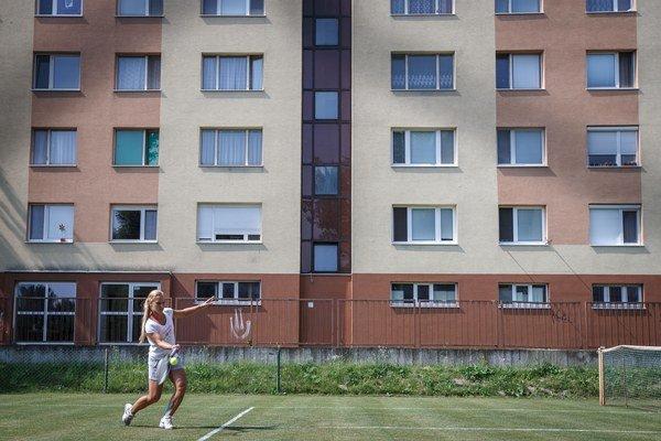 Dominika Cibulková na Wimbledon trénovala medzi petržalskými panelákmi.