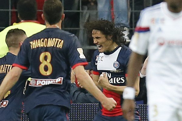 Edinson Cavani oslavuje gól.