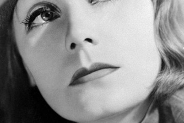 """Legendárna hollywoodska herečka Greta Garbo (1905-90) vo filme """"Kráľovná Kristína"""" z roku 1933."""