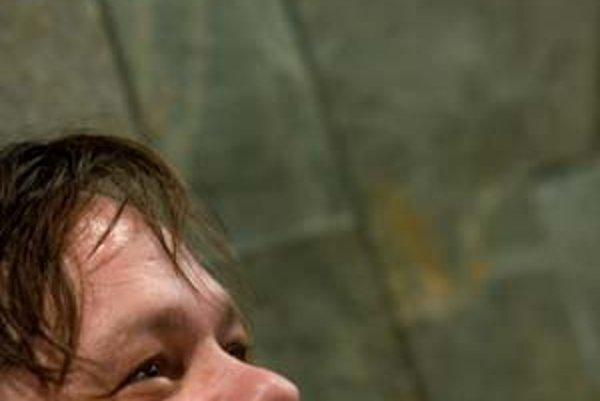 Robert Roth debutuje albumom Klamanie telom.