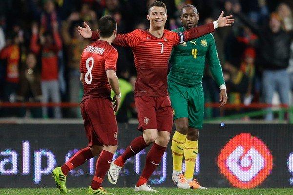 Cristiano Ronaldo v strede.