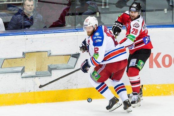 Kapitán pražského tímu Novotný (vľavo).