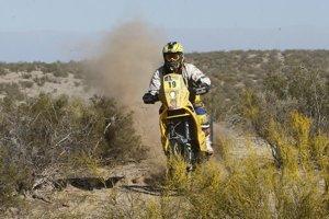 Slovenský motocyklový jazdec na KTM Štefan Svitko na trati piatej etapy Rely Dakar.