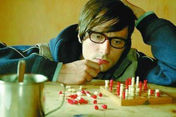 Jaroslav Plesl v postave šachistu na odvykacej kúre.