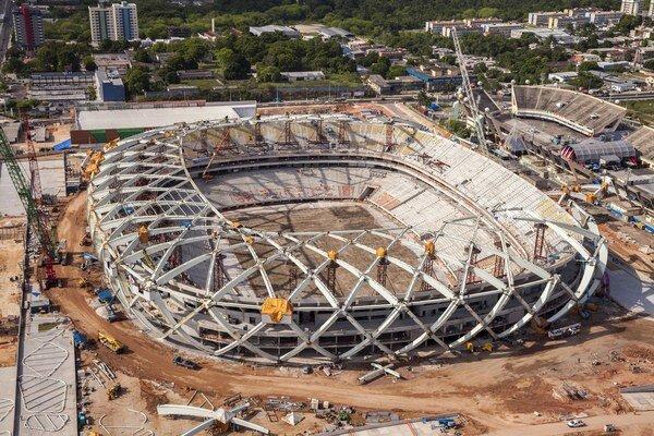 Organizačný výbor MS vo futbale má stále veľké problémy s prípravou štadiónov.