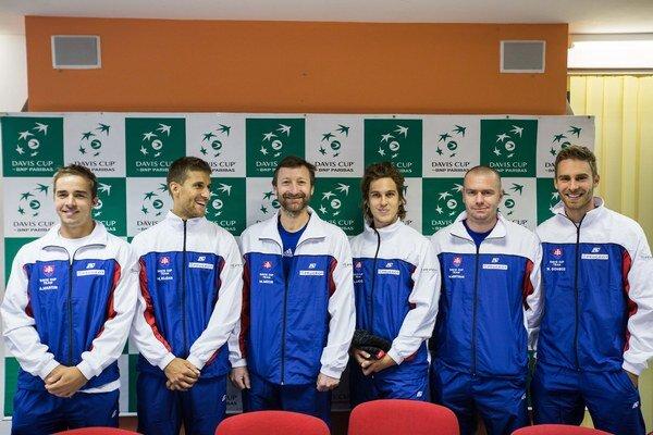 Zľava: Andrej Martin, Martin Kližan, nehrajúci kapitán Miloslav Mečíř, Lukáš Lacko, Michal Mertiňák a Norbert Gombos.