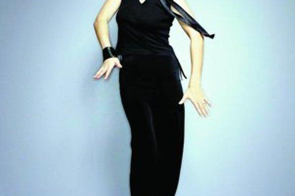 Clara Hill a Dani Siciliano (dole) sú naštylizované ako modelky, no spievajú rovnako dobre, ako vyzerajú.