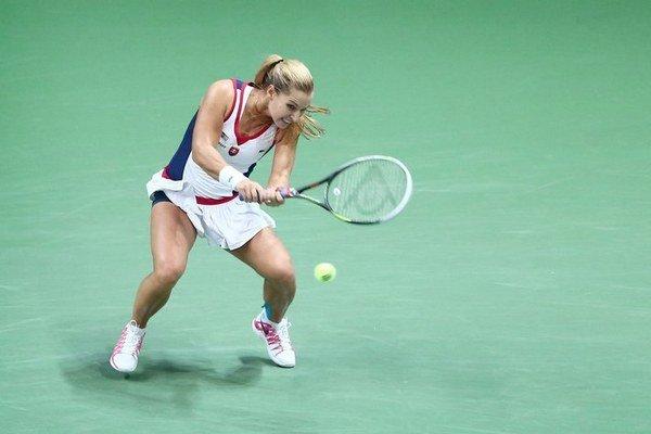 Slovenská jednotka Dominika Cibulková v prvom zápase Pohára federácie prehrala s Nemkou Petkovicovou 1:2.