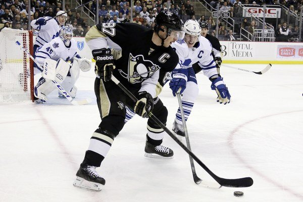 Sidney Crosby začal sezónu výbornými sedemnástimi bodmi v ôsmich zápasoch.