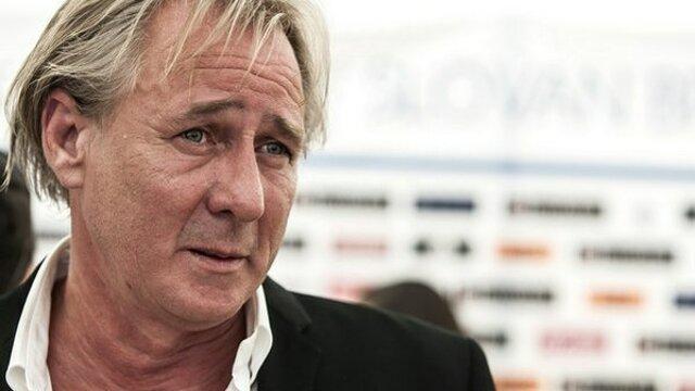 Ivan Kmotrík (54) je jedným z najvplyvnejších slovenských podnikateľov. Patrí mu výrobca obalov Grafobal, tlačiarne, televízia TA3, ale napríklad aj golfový rezort v Skalici. Je majiteľom futbalového klubu ŠK Slovan Bratislava.